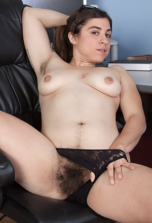 Hairy MILF Porn Pictures