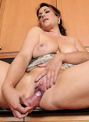 MILF Housewife Porn Pictures